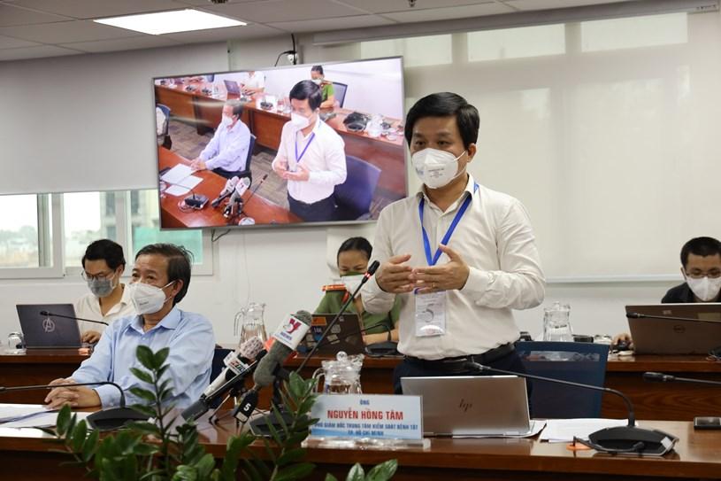 Phó Giám đốc Trung tâm kiểm soát bệnh tật TP Nguyễn Hồng Tâm phát biểu tại họp báo. Ảnh: Huyền Mai