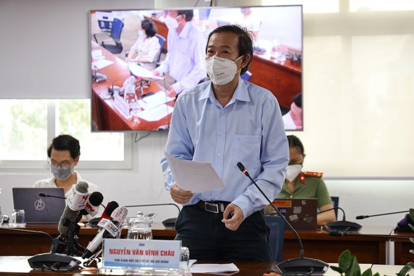 Phó Giám đốc Sở Y tế Nguyễn Văn Vĩnh Châu phát biểu tại họp báo. Ảnh: Huyền Mai