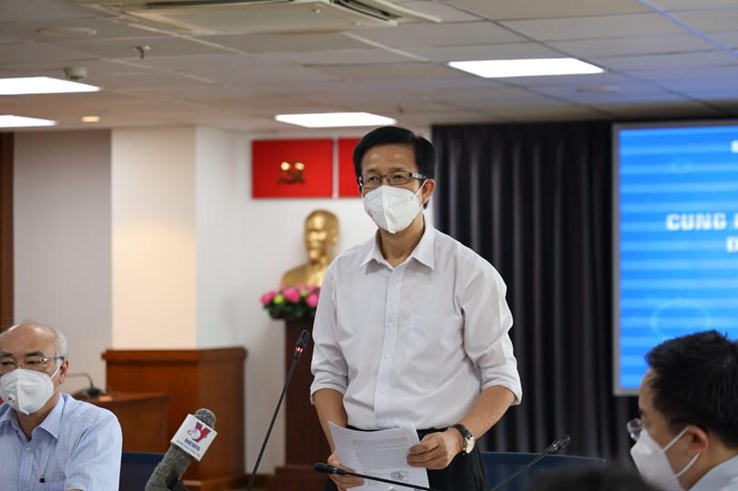Phó trưởng Ban Chỉ đạo Phòng chống dịch COVID-19 TP Phạm Đức Hải phát biểu tại họp báo. Ảnh: Huyền Mai