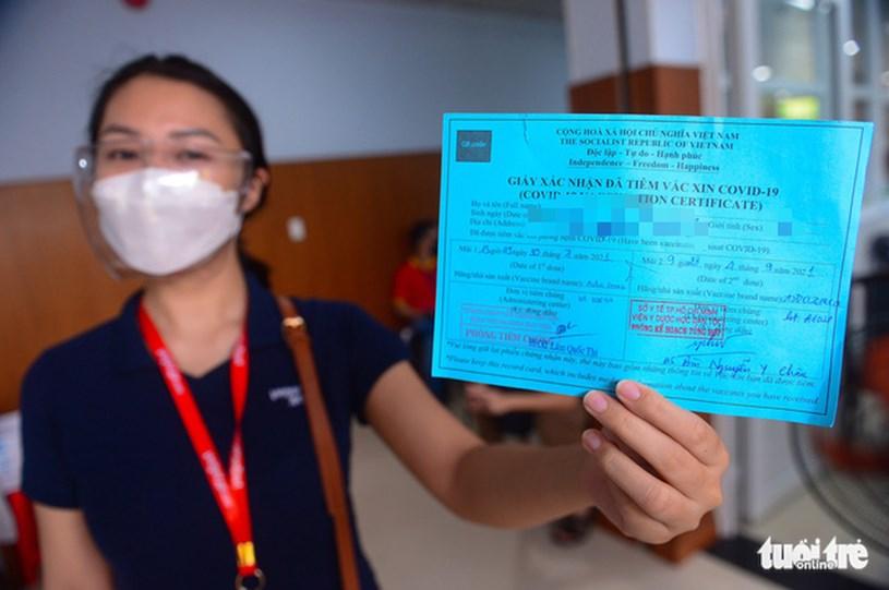 Tiêm vắc xin AstraZeneca (mũi 2) cho người dân tại Viện Y dược học dân tộc, quận Phú Nhuận, TP.HCM sáng 4-9 - Ảnh: QUANG ĐỊNH