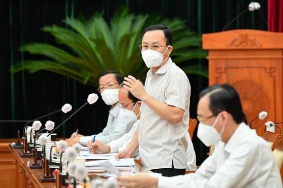 Bí thư Thành ủy TP Thủ Đức Nguyễn Văn Hiếu phát biểu tại hội nghị. Ảnh: VIỆT DŨNG