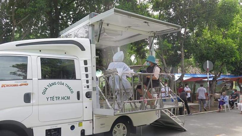 Tổ chức xe tiêm chủng lưu động trong chiến dịch cao điểm tiêm chủng đến ngày 15/9 tại huyện Cần Giờ (nguồn: Trung tâm Y tế huyện Cần Giờ)