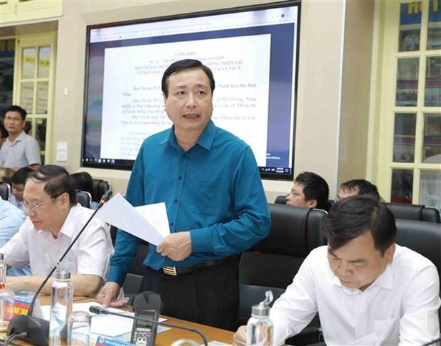 Tổng Cục trưởng Tổng Cục phòng chống thiên tai Trần Quang Hoài báo cáo về tình hình của cơn bão số 5. (Ảnh: Vũ Sinh/TTXVN)