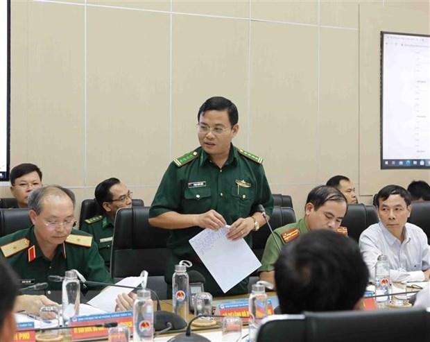Đại diện Bộ đội Biên phòng báo cáo về tình hình tàu thuyền đang hoạt động trên biển Đông. (Ảnh: Vũ Sinh/TTXVN)