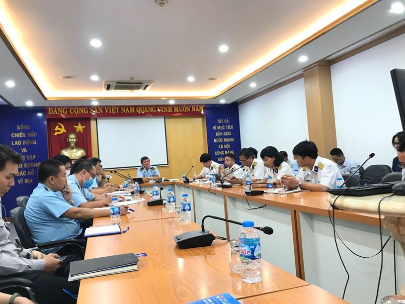 Phó Cục trưởng Cục Hải quan TP. Hồ Chí Minh Nguyễn Hữu Nghiệp chủ trì cuộc đối thoại