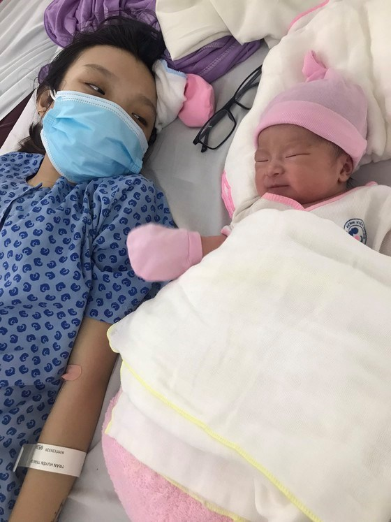 Một trong những mẹ bầu được Hội đồng hương Sóc Trăng tại TPHCM hỗ trợ chi phí đi sinh trong dịch Covid-19