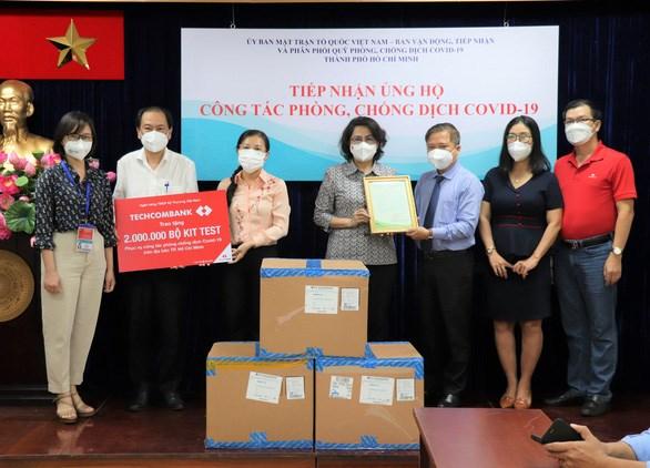 MTTQ Việt Nam TP.HCM tiếp nhận 4 triệu kit xét nghiệm COVID-19 - Ảnh; MTTQ TP.HCM