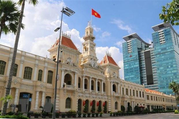 Trụ sở UBND Thành phố Hồ Chí Minh treo cờ chào mừng ngày Quốc khánh 2/9. (Ảnh: Thanh Vũ/TTXVN)