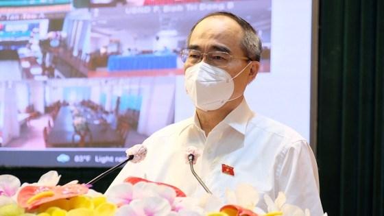 ĐBQH Nguyễn Thiện Nhân tiếp xúc cử tri quận Bình Tân. Ảnh: VĂN MINH