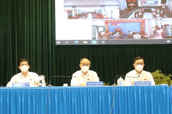 Đại biểu Quốc hội (ĐBQH) TPHCM khóa XV đơn vị số 6 có buổi tiếp xúc trực tuyến với cử tri quận Bình Tân. Ảnh: VĂN MINH