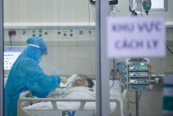 Nhân viên y tế tại Bệnh viện FV (quận 7, TP HCM) chăm sóc, điều trị bệnh nhân Covid-19. (Ảnh: Bệnh viện cung cấp)