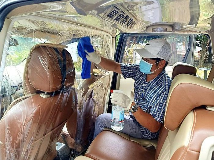 Xe chở khách được trang bị vách ngăn giữa tài xế và hành khách