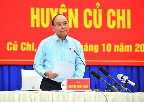 Chủ tịch nước Nguyễn Xuân Phúc ghi nhận các ý kiến cử tri ở 21 xã, thị trấn tại huyện Củ Chi. Ảnh: VIỆT DŨNG