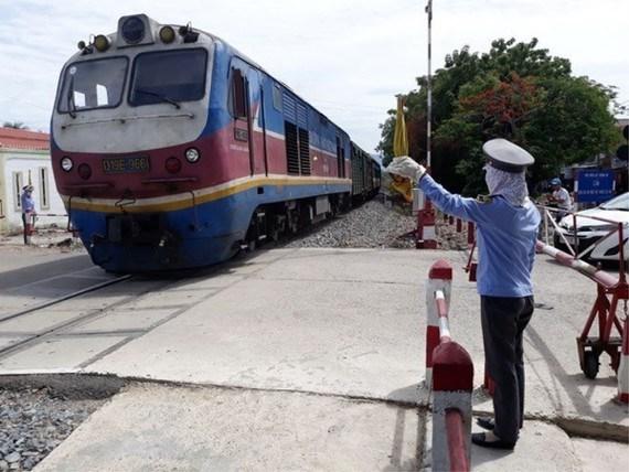 Khách đông, đường sắt lập thêm tàu SE5/6 trên tuyến Hà Nội - TPHCM - Ảnh 1