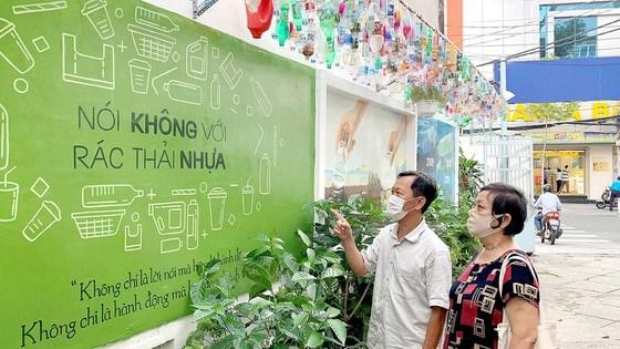 Các chai nhựa cũng được đoàn viên thanh niên ở TPHCM thiết kế thật đẹp để tuyên truyền bảo vệ môi trường