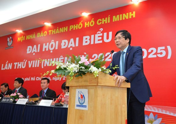 Phó Chủ tịch Thường trực Hội Nhà báo Việt Nam Hồ Quang Lợi phát biểu tại đại hội. Ảnh: VIỆT DŨNG