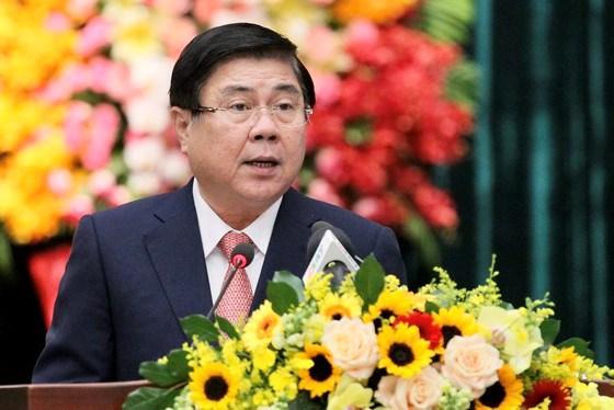 Chủ tịch UBND TPHCM Nguyễn Thành Phong phát biểu tại lễ tuyên dương, sáng 28-10-2020. Ảnh: HOÀNG HÙNG