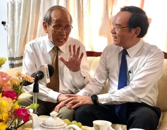 GS Trần Hồng Quân trò chuyện cùng Bí thư Thành ủy TPHCMNguyễn Văn Nên