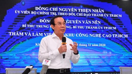 Bí thư Thành ủy TPHCM Nguyễn Văn Nênnhấn mạnh tầm quan trọng của chính sách thu hút đầu tư. Ảnh: VIỆT DŨNG