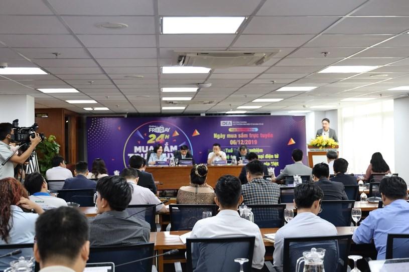 Buổi họp báo thu hút sự quan tâm của nhiều phóng viên báo chí.