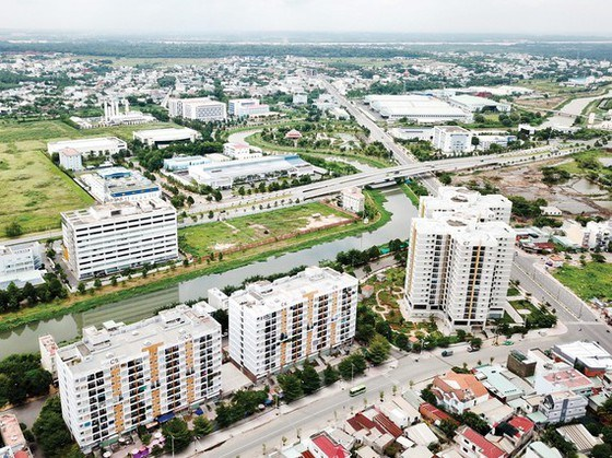 Khu dân cư phường Tân Phú và phường Tăng Nhơn Phú A, giáp với Khu công nghệ cao TPHCM