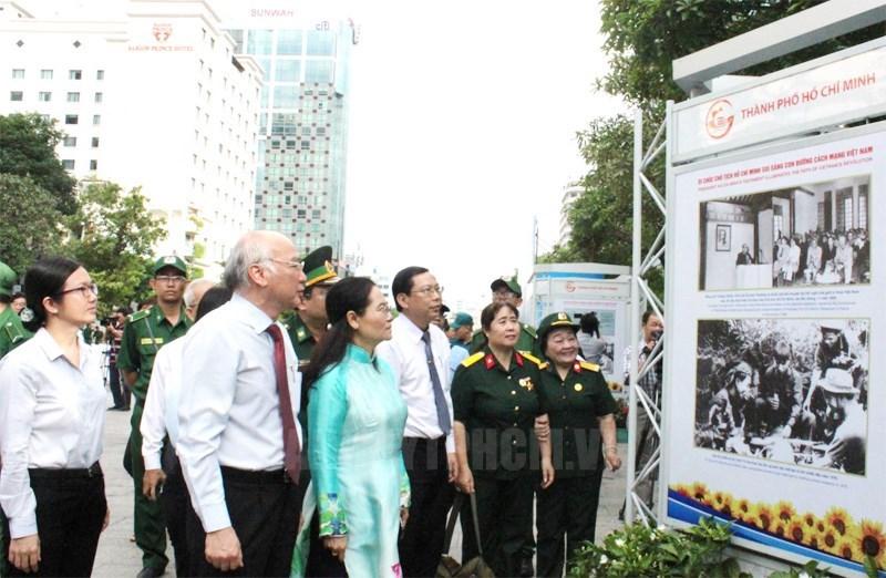 Triễn lãm 50 năm thực hiện Di chúc Chủ tịch Hồ Chí Minh tại phố đi bộ Nguyễn Huệ/Thanhuytphcm.vn