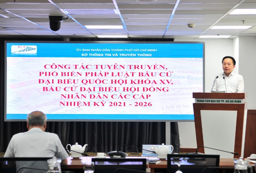 Phó Giám đốc Sở Thông tin và Truyền thông Từ Lương thông tin công tác tuyên truyền về cuộc bầu cử
