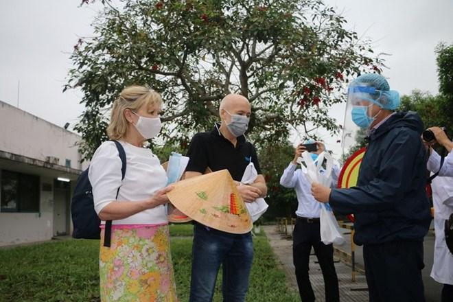 Đưa du khách Anh về nước và đón công dân có hoàn cảnh đặc biệt khó khăn về Việt Nam