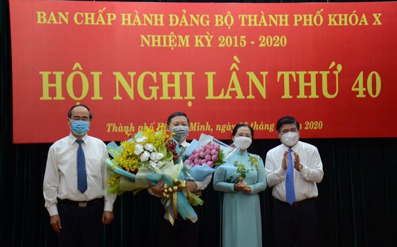 Lãnh đạo TP. Hồ Chí Minh tặng hoa chúc mừng Phó Chủ tịch UBND TP Dương Anh Đức