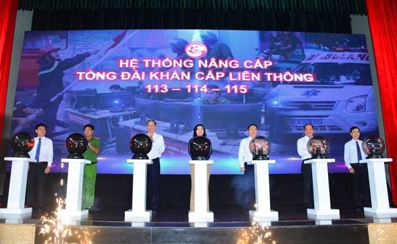 Lãnh đạo TP. Hồ Chí Minh thực hiện nghi thức ra mắt hệ thống nâng cấp tổng đài. Ảnh: Huyền Mai