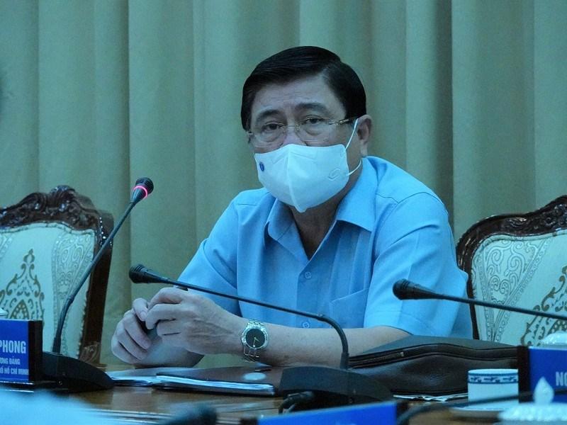 Chủ tịch UBND TP.HCM Nguyễn Thành Phong phát biểu tại cuộc họp. - Ảnh: PLO