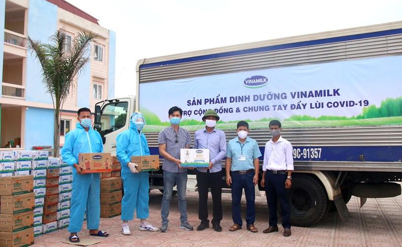 Tính đến nay, Vinamilk đã dành ra hơn 85 tỉ đồng gồm tiền mặt và sản phẩm để hỗ trợ cộng đồng, tiếp sức tiếp đầu và đồng hành cùng Chính phủ chống dịch