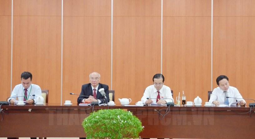Các đồng chí lãnh đạo chủ trì buổi họp báo chiều ngày 16/10