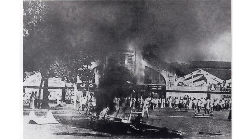 Chợ Bến Thành, Sài Gòn ngày đầu kháng chiến chống thực dân Pháp (23-9-1945). Ảnh: TƯ LIỆU