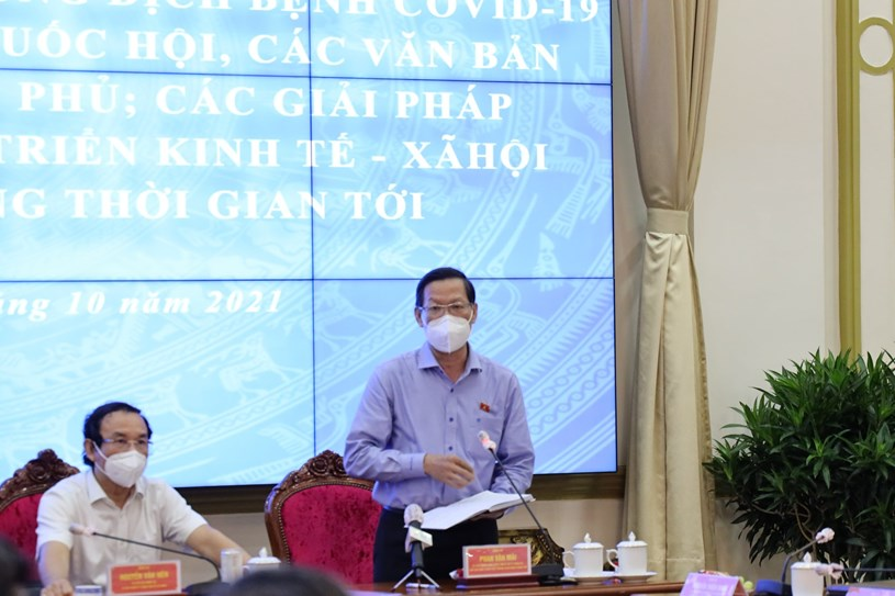 Chủ tịch UBND TP Phan Văn Mãi nêu 3 trụ cộttrong chiến lược phòng, chống dịch và phục hồi kinh tế. Ảnh: Linh Nhi