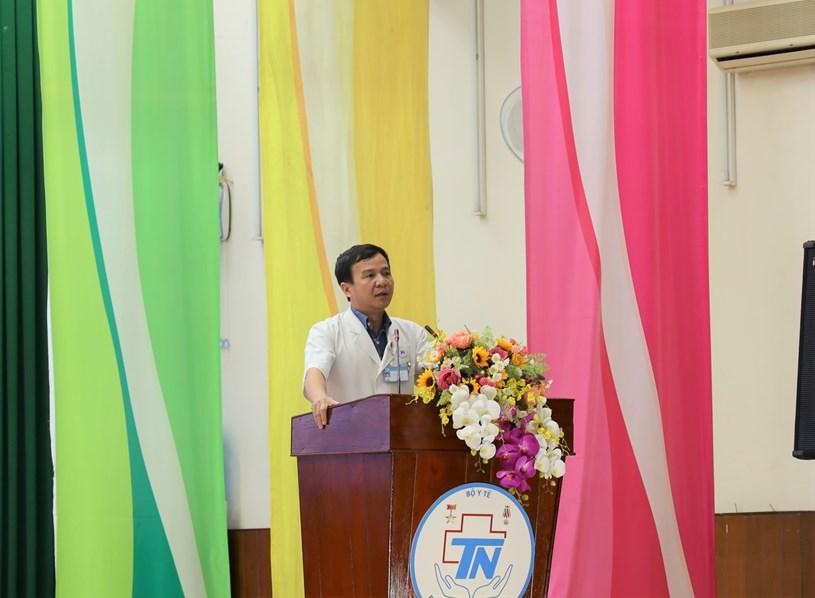 PGS-TS-BS Lê Đình Thanh, GĐ Bệnh viện Thống Nhất báo cáo về công tác khám chữa bệnh và các hoạt động của Bệnh viện thời gian qua