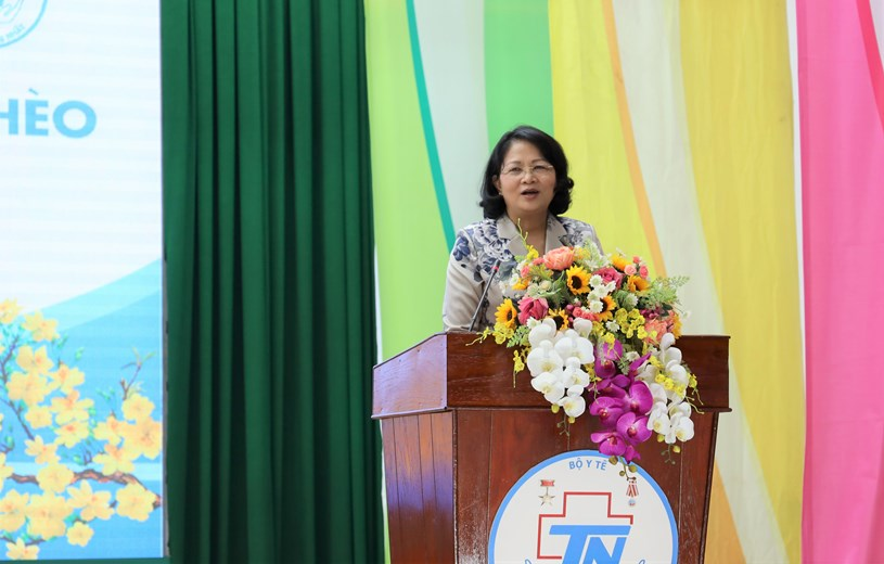 Phó Chủ tịch nước Đặng Thị Ngọc Thịnh gửi lời chúc sức khỏe đến tất cả bệnh nhân đang điều trị tại Bệnh viện