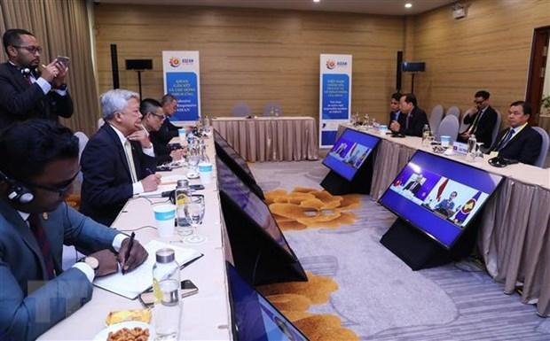Các Đại sứ, đại diện Đại sứ quán các nước ASEAN tại Việt Nam theo dõi Phiên toàn thể Hội nghị Cấp cao ASEAN lần thứ 36 theo hình thức trực tuyến. (Ảnh: TTXVN)