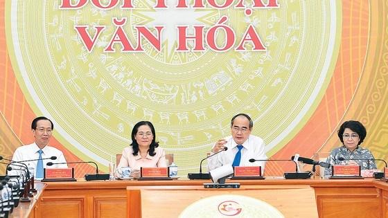 Bí thư Thành ủy TPHCM Nguyễn Thiện Nhân phát biểu tại chương trình Đối thoại văn hóa. Ảnh: VIỆT DŨNG
