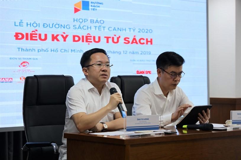 Ông Từ Lương, Phó Giám đốc Sở Thông tin và Truyền thông trả lời các câu hỏi của phóng viên tại buổi họp báo