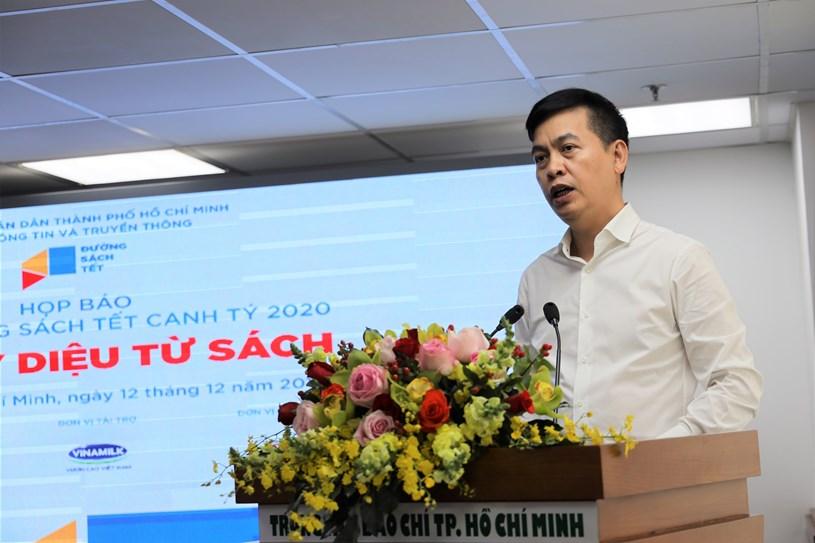 Ông Đặng Thanh Tùng, Cục trưởng Cục Văn thư và Lưu trữ Nhà nước thông tin thêm với báo chí về các tài liệu quý được trưng bày tại Lễ hội
