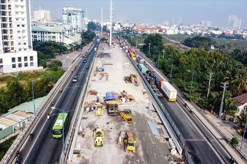 Cầu Mỹ Thủy 3 cơ bản đã hoàn thành, chuẩn bị thông xe trong tháng 2.2021. Ảnh: G.M