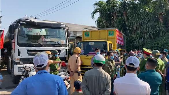 Ách tắc giao thông tạiKhu công nghiệp Tài Lộc ngày 17/2 - Ảnh: N.X.