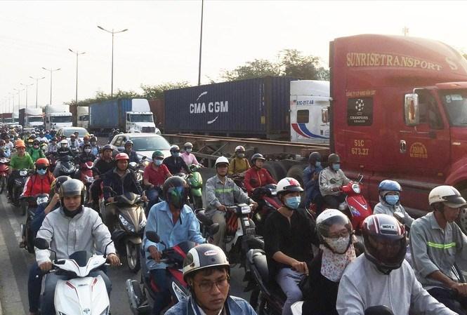 Xe đầu kéo container là nỗi ám ảnh đối với nhiều người tham gia giao thông