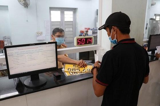 Lực lượng PC08, Công an TPHCM cấp đổi biển số nền màu vàng, chữ và số màu đen cho người dân trên địa bàn