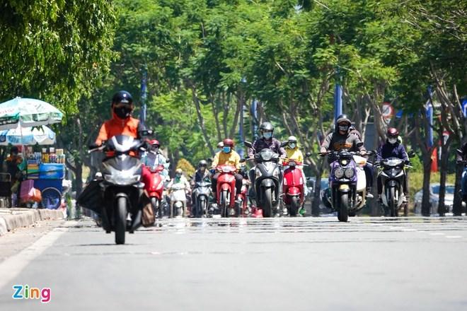 Nắng nóng diện rộng tại TP.HCM và các tỉnh, thành Nam Bộ bắt đầu từ tuần trước. Ảnh:Quỳnh Danh.