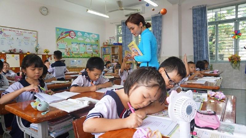Học sinh trường Tiểu học Tân Sơn Nhì, quận Tân Phú trong 1 tiết học. Ảnh minh họa: NGUYỄN QUYÊN
