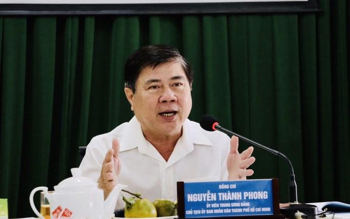 Chủ tịch Nguyễn Thành Phong phát biểu chỉ đạo tại cuộc họp. Ảnh: NLĐO