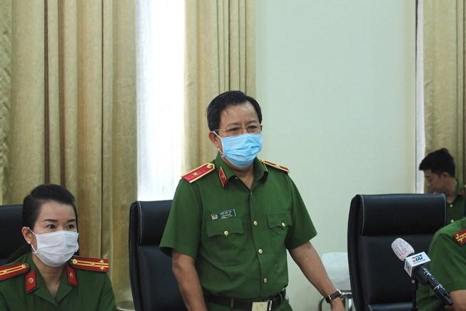Thiếu tướng Trần Đức Tài, Phó Giám đốc Công an TP.HCM chủ trì họp báo. Ảnh: NGUYỄN TÂN