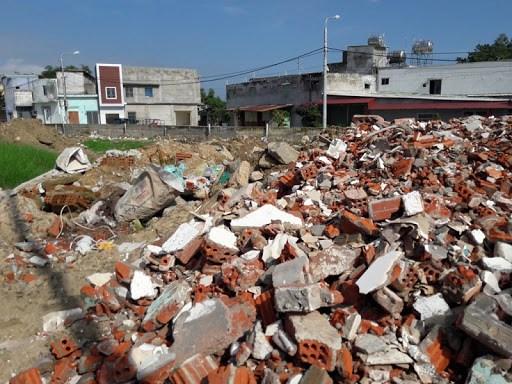 Rác xây dựng nếu xử lý đúng quy trình có thể tái chế, sử dụng hữu ích. Ảnh: NLĐO